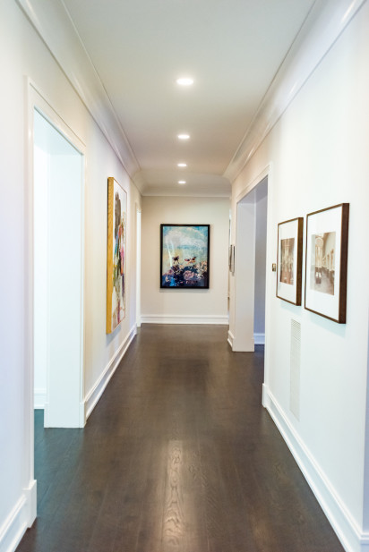 hallway-sands-point-ny-hanging-art-gallery