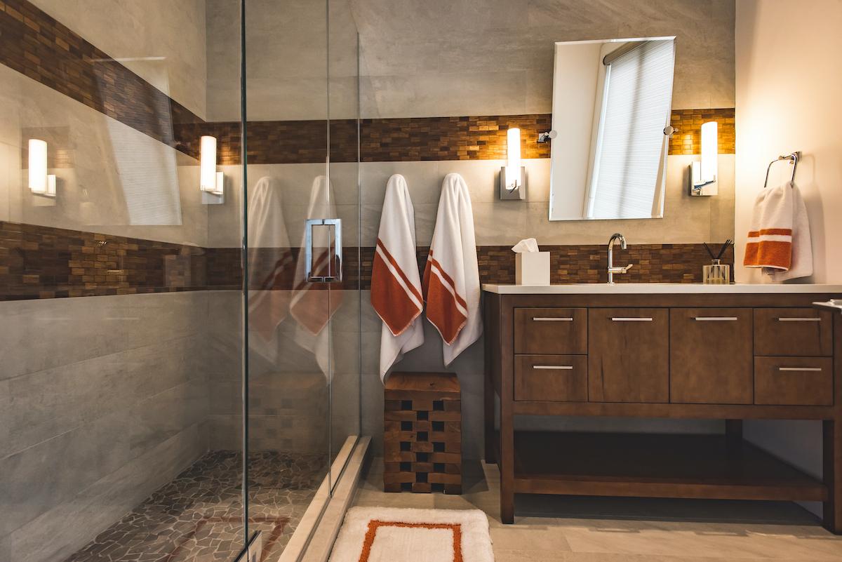 kj-id-bathroom-interior-design-glass-shower-doors