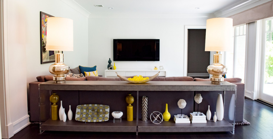 living-room-accessories-vases-flat-screen-tv