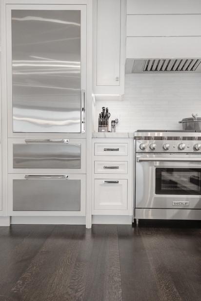 nyc-kitchen-fridge-stove-storage