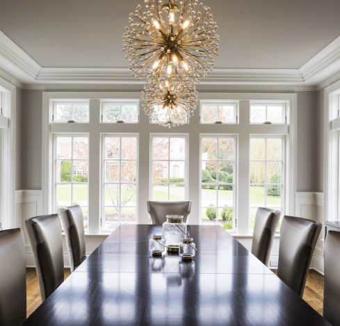 wooden-dining-room-table-chandeliers