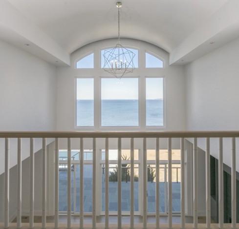 sands-point-ny-cat-walk-balcony