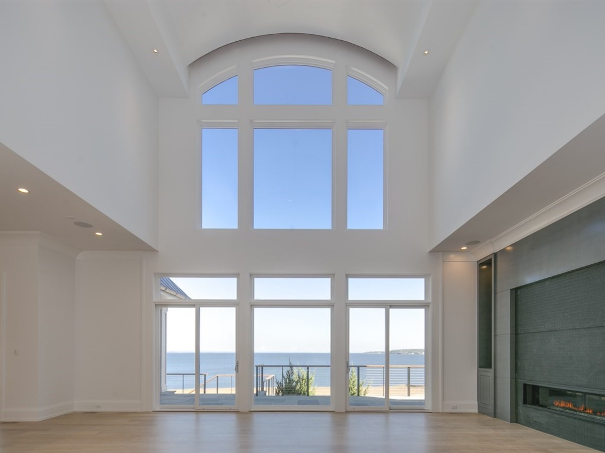 sands-point-ny-large-windows-new-home-build