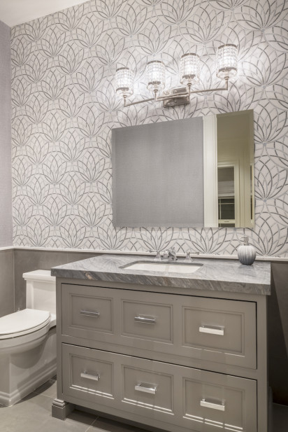 bathroom-wallpaper-beige-silver-gray