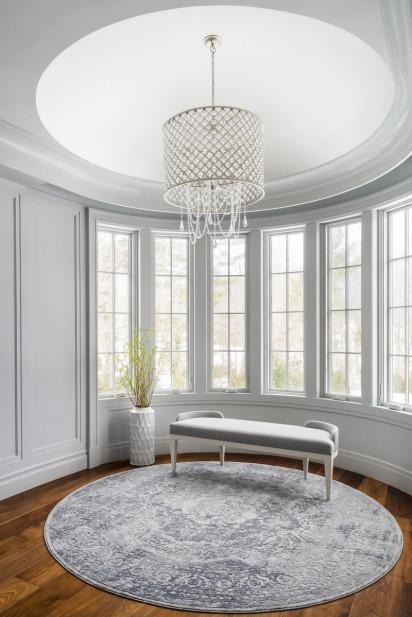 bedroom-seating-area-bench-chandelier