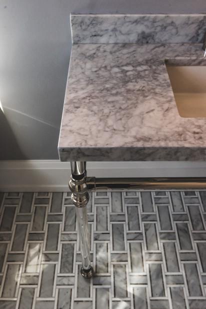 clear-sink-leg-marble-countertop