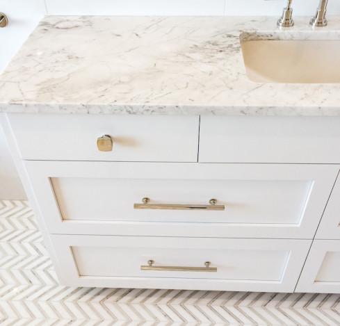 drawer-gold-hardware-white-marble-countertop