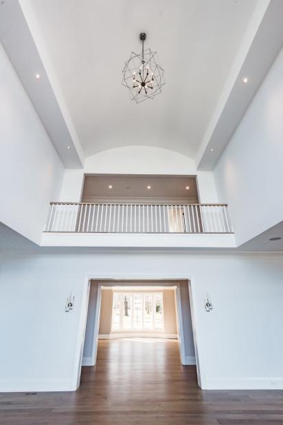 front-entryway-cat-walk-balcony-sands-point-ny