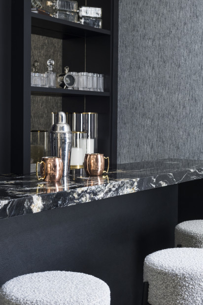 home-bar-moscow-mule-mugs-marbled-countertop