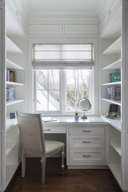 home-office-desk-built-in-shelves