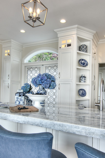 kitchen-details-cutting-board-marble-countertop