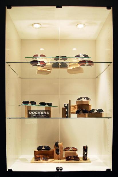 new-york-city-riviera-sunglass-showroom-display-case