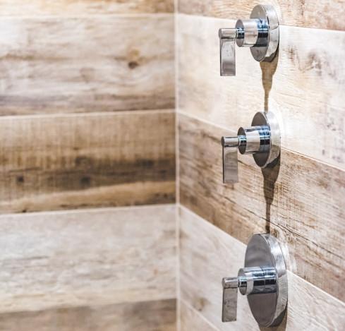 sauna-details-wooden-walls-long-island-ny